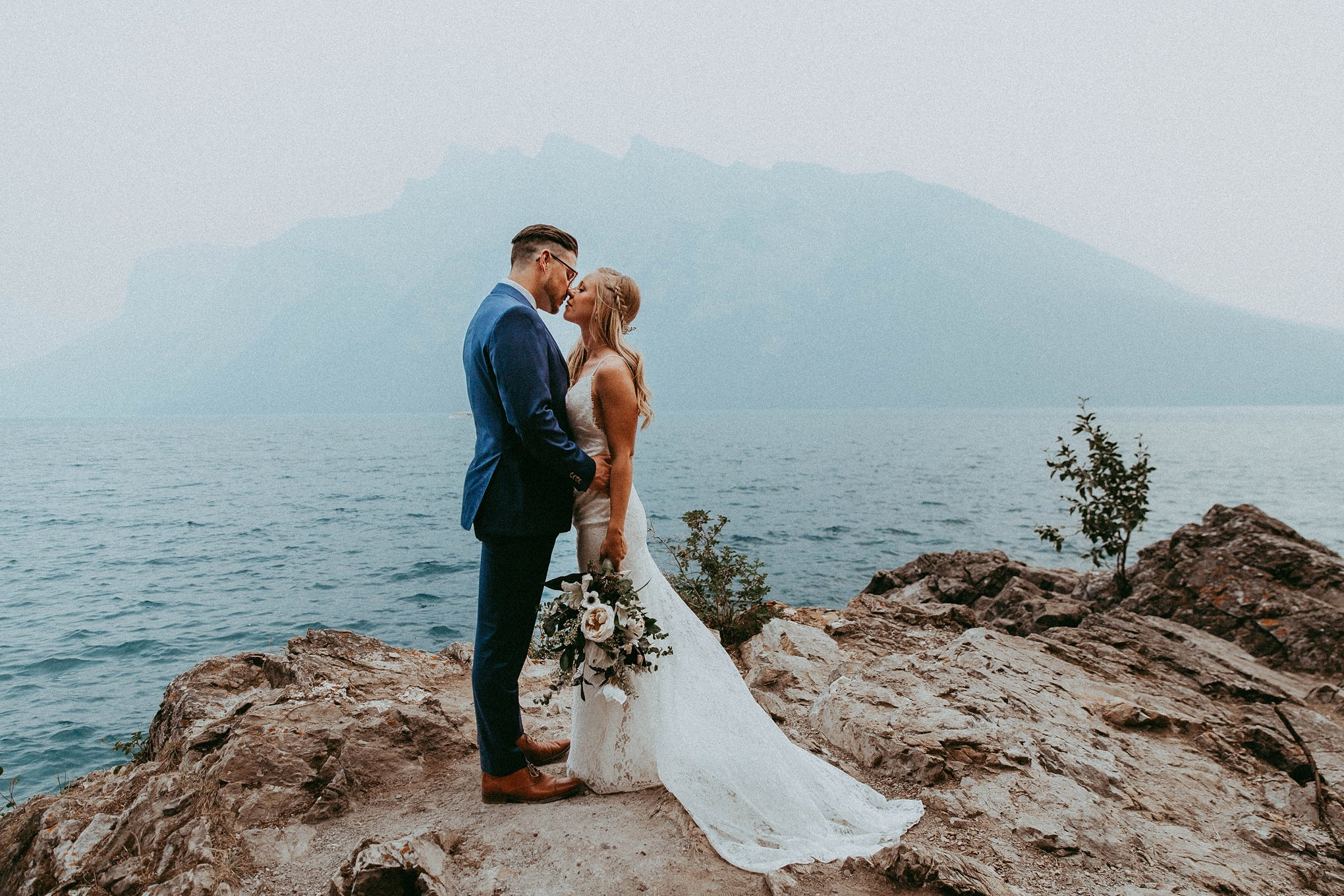 lake minnewanka, lake minnewanka wedding, adventerous wedding, adventure wedding, adventure wedding photographer, adventerous wedding photographers, adventerous wedding photographers banff